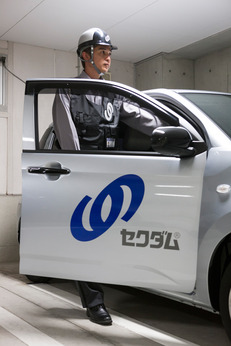車両による決められた建物施設の点検で巡回を行い安全を守るやりがいのある警備になります。